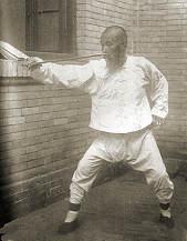 Sun Lutang mit Schwert